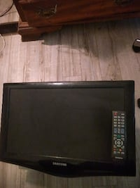 "17"" tv with wall mount and remote Oshawa"