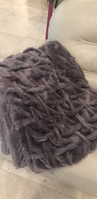 black and gray fur textile Coral Springs, 33067