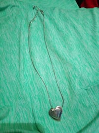 green and black pendant necklace Cambridge, N1R 4M2