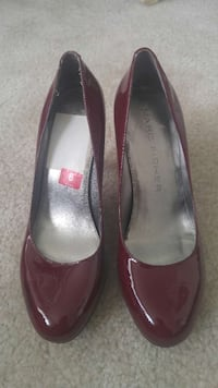 maroon marc fisher patent leather pumps