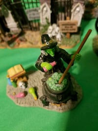 LEMAX SPOOKY TOWN WITCH WITH CALDRON & SPELLS Beaumont, 92223