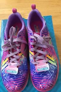 Sketchers running shoes girls size 4 Pickering, L1V 1B8