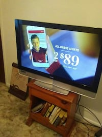 Large Vizio tv great picture remote 2 years old