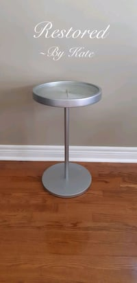 Umbra Accent Table with Working Clock Top Barrie, L4N 0T3
