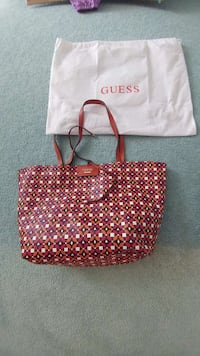 New!!!  Guess Reversible tote with purse