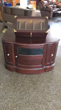 Very Heavy T.V. Stand! Ask for other pics!! Rayne, 70578