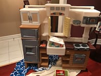 Play kitchen! In excellent condition. Ready for a new home Toronto, M6J 2X4