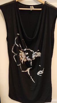 Black shirt with flower print on front, size 3X  New Westminster