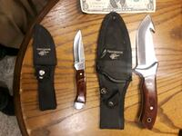 2 hunting knives with sheaths