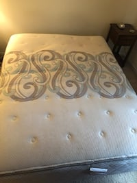 Queen mattress and box spring  Alexandria, 22304