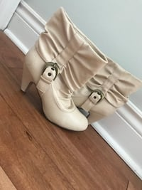 pair of white leather boots Dartmouth, B2W 4N9