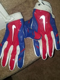 Red/blue football gloves  Woodbridge, 22193