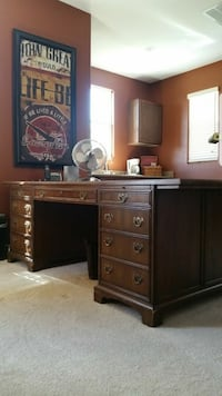 Executive office desk perfect gift for working at home Henderson, 89011
