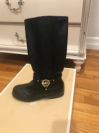 Knee high boots by Michael Kors. Size 4-4.5 Los Angeles, 90024