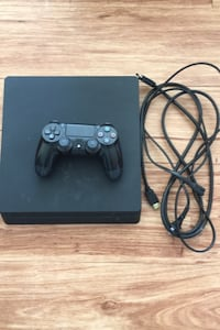 Ps4 slim with control
