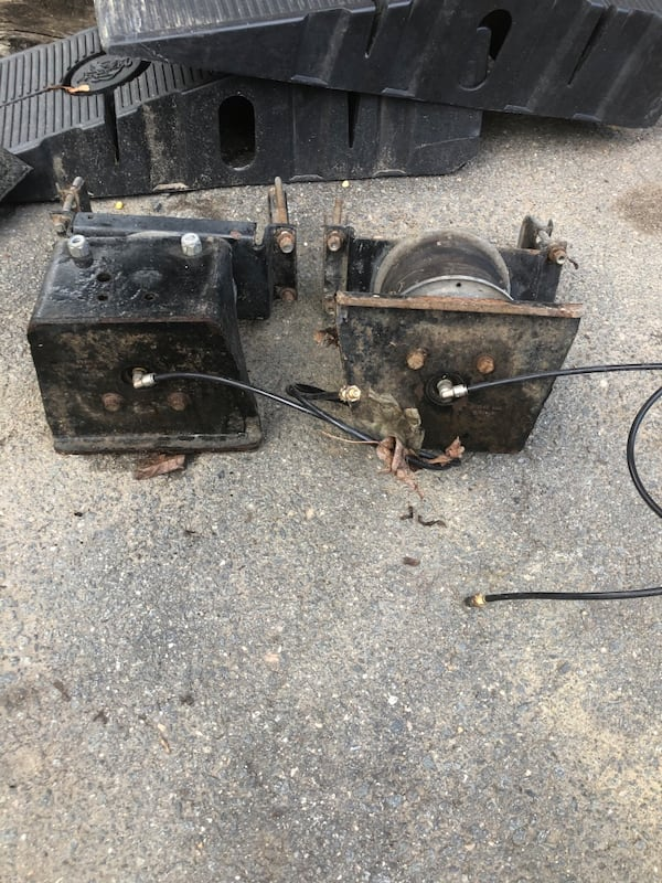 Ford air lift / air bags complete like new! $220 obo 3ef086e2-cfbe-46e0-a3ea-5888f876df09