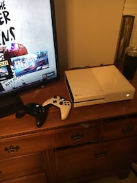 Xbox One, Two controllers, Turtle Beach Headset Chapin, 29036