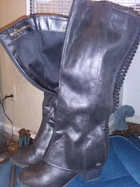 pair of black leather boots Columbus, 31907