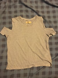 Hollister striped top  Gobles, 49055