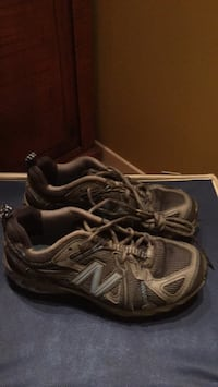 Pair of black-and-gray new balance sneakers Gatineau, J8T 5N7