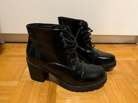 Rounded black heeled boots Toronto, M1P 4P5