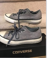 Converse size 5.5 (SURREY 60 Ave and 150st)