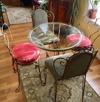 Beautiful Bistro table and 4 chairs Washington