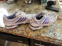 Great condition Adidas woman's shoes 8.5 fit is a little small as they didn't fit   Brampton, L6V 5P1