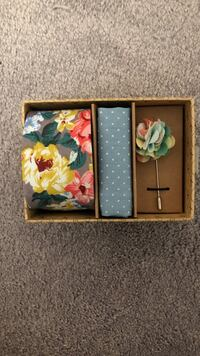 Brand new men's floral tie with accessories