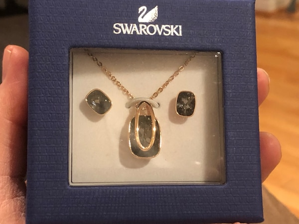 Swarovski pendant necklace and earrings set 0