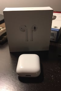 Apple airpods Saanichton, V8M 1M1