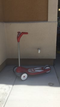 toddler's red and gray Radio Flyer 3-wheeled kick scooter Winchester, 92596