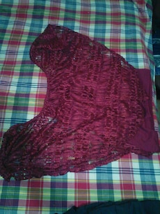 maroon lace scoop neck sleeveless top