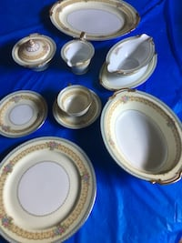 Noritake 8 place Juno with servicing pieces