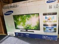 32 samsung tv newly comes with remote and plug  Toronto, M1L 1T7