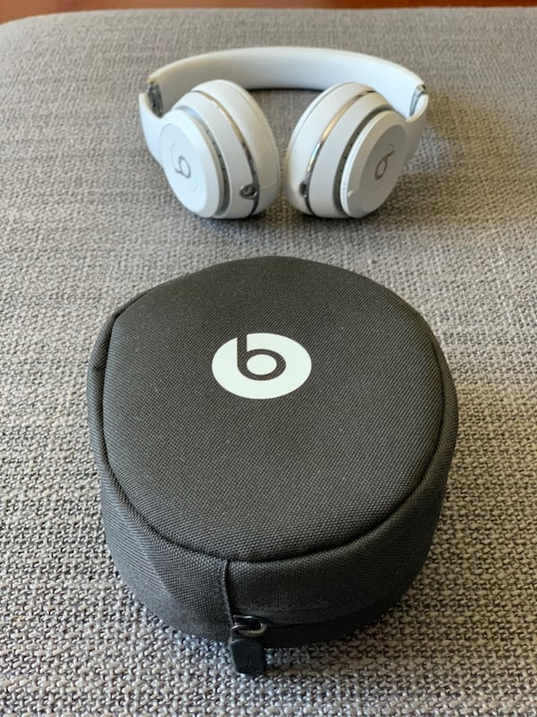 Beats solo 3 wireless  311737af-b0bc-465d-8ee2-76f6479922c7