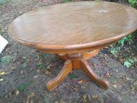 round oak table in ok condition Niles, 49120