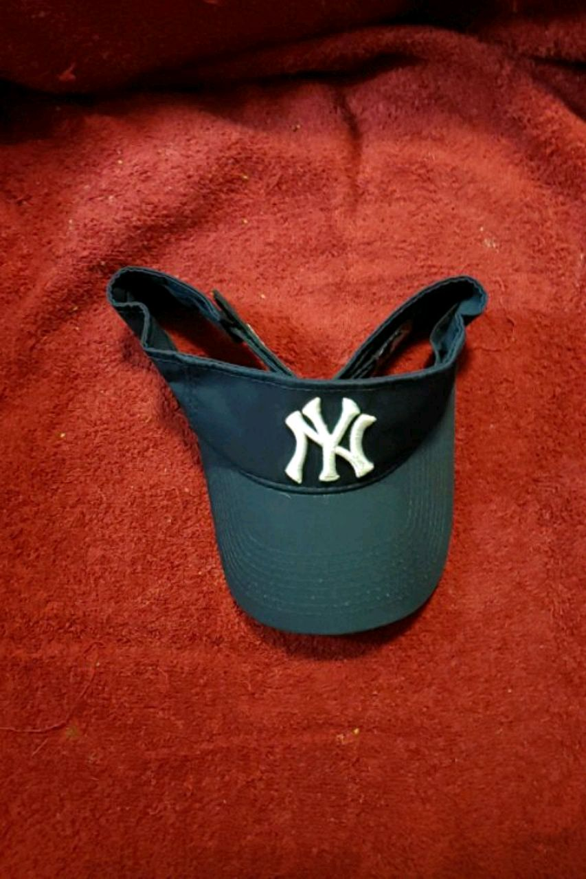 Photo Brand new OFFICIALLY LICENSED New York Yankees Visor