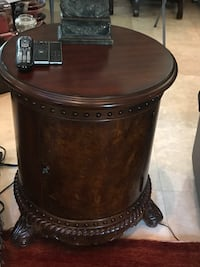 BEAUTIFUL PAIR ROUND SIDE TABLES..paid $1,000, doors open for storage, very heavy and high end furnishings Las Vegas, 89141