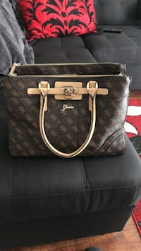 Guess purse never used paid 130 for it. Great condition selling for 60$ London, N6K 2V8