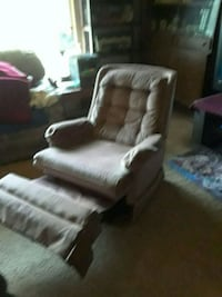 white and brown fabric sofa chair Milwaukie, 97267
