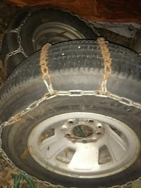 2 Goodyear 235 70r 15 ford rims  and snow chains
