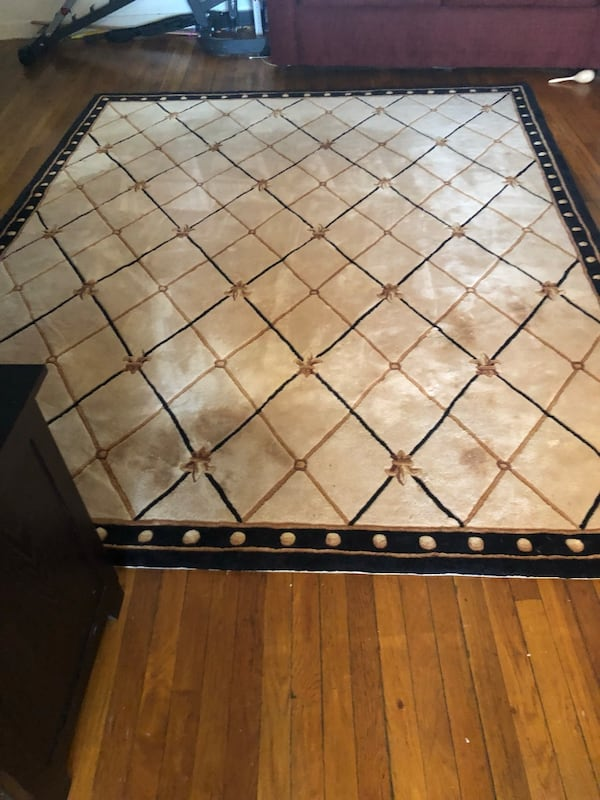 carpet good condition 963b5582-177a-4e83-a418-fc11133fc4eb