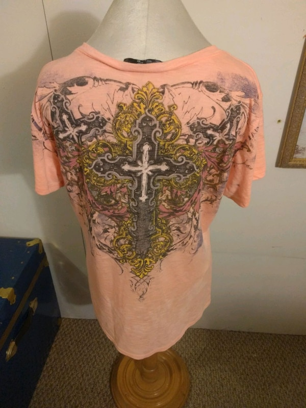 Angels and diamonds shirt L 89f42c04-3e51-4676-ba9c-995c3450d2dc