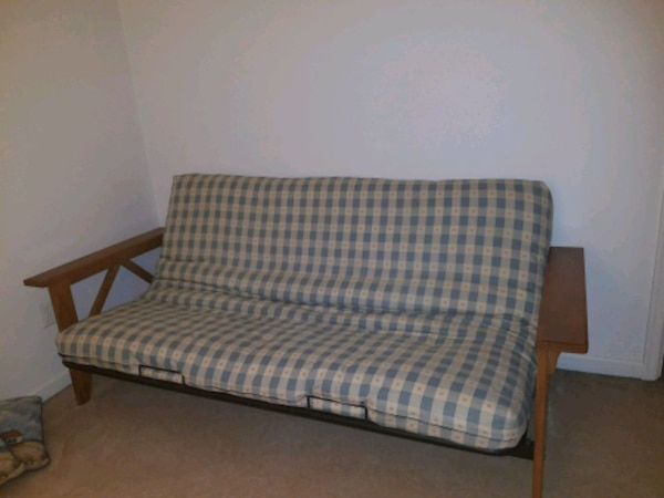 Queen-size futon with mattress and cover for it 45202288-4cca-4c42-ba70-316d9dfe066b