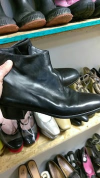 pair of black leather side-zip ankle boots Arlington, 76014