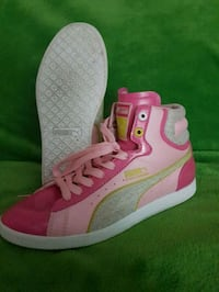 pink-and-white low top sneakers East Gwillimbury, L9N 1B6