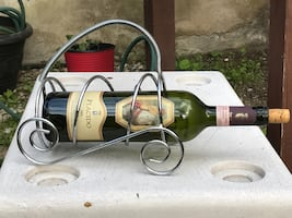 Stainless steel wine rack for table