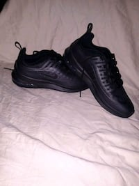 Nike Air Max - Axis (size 7y)