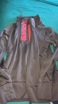 Size small zip up bench sweater Welland, L3B 2H7